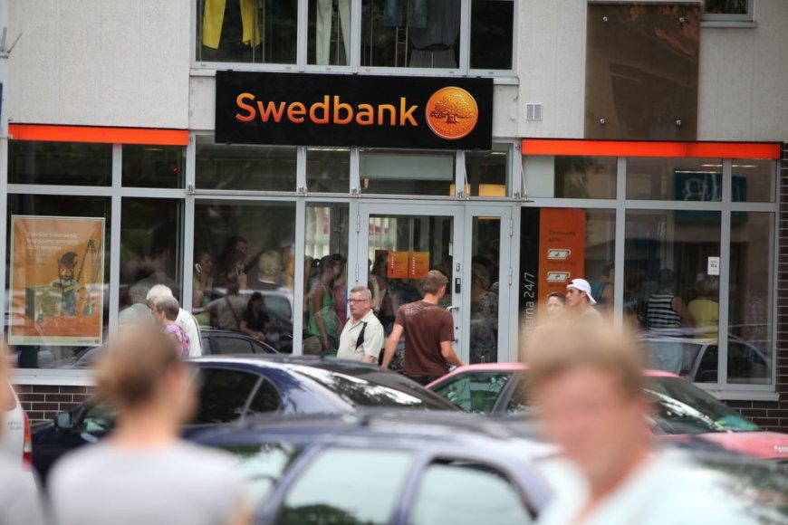 """""""Swedbank"""" banko skyriuje pilna žmonių"""