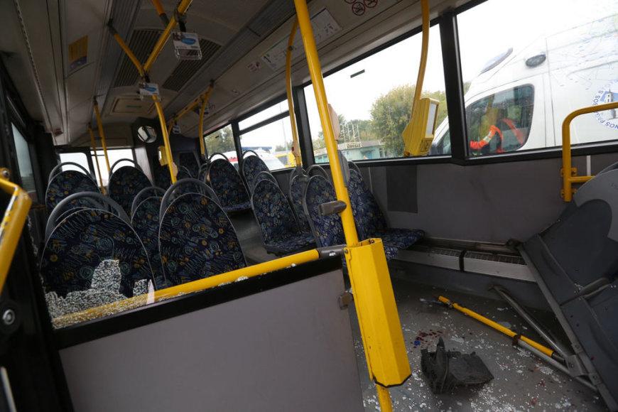Vilniuje greitasis autobusas susidūrė su sunkvežimiu.