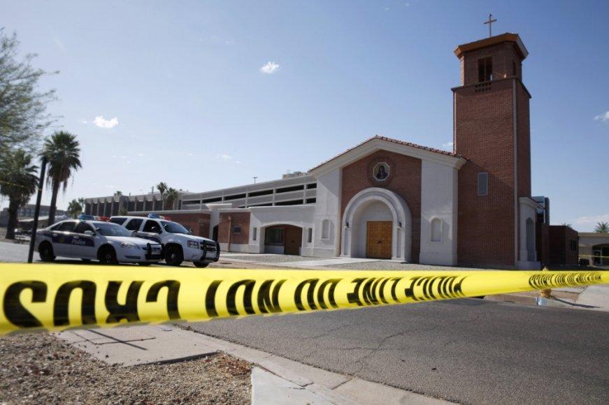 Užpuolikai katalikų bažnyčioje JAV nušovė kunigą
