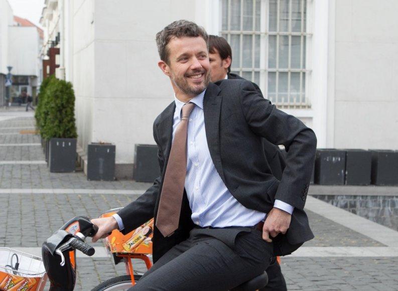 Danijos princas Frederikas važinėjosi dviračiu Vilniuje