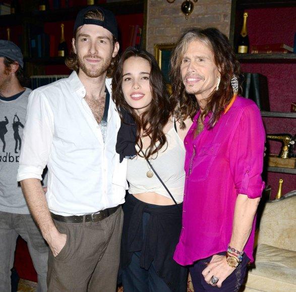 Stevenas Tyleris su dukra Chelsea ir jos sužadėtiniu Jonu Fosteriu