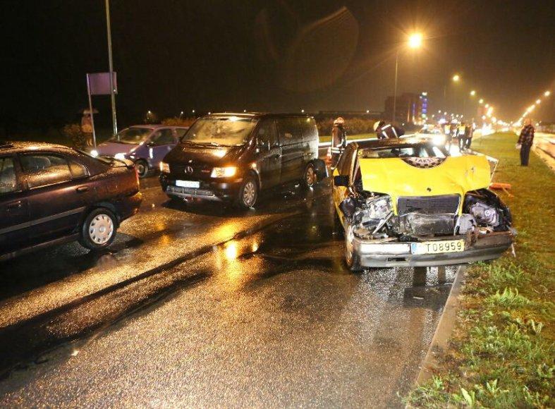 Girtas taksistas Klaipėdoje sukėlė avariją