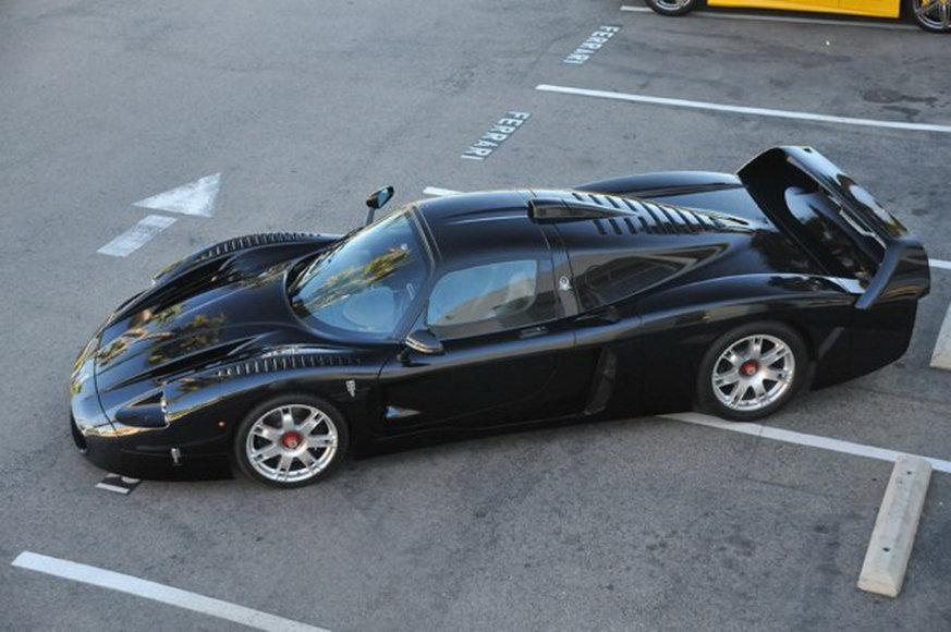 """Vienintelis pasaulyje juodas """"Maserati MC12"""""""