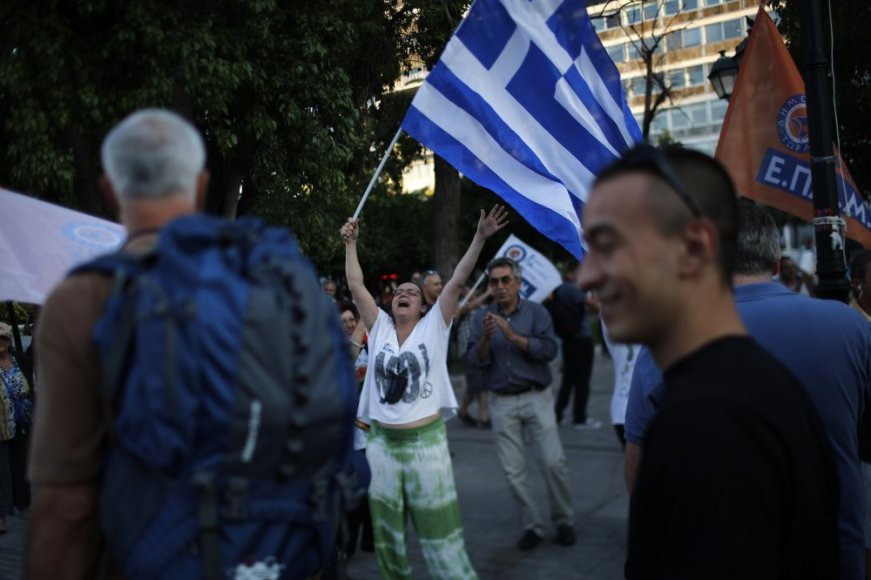 Graikai džiaugsmingai pasitinka referendumo rezultatus