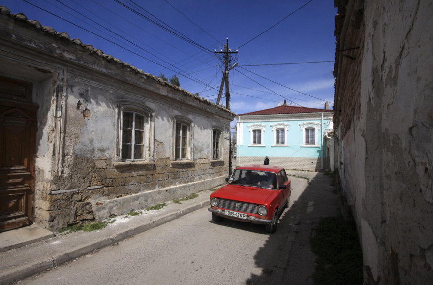 A car drives along a street in the old Crimean town of Yevpatorya April 6, 2014. REUTERS/Stringer (UKRAINE - Tags: POLITICS CITYSCAPE)