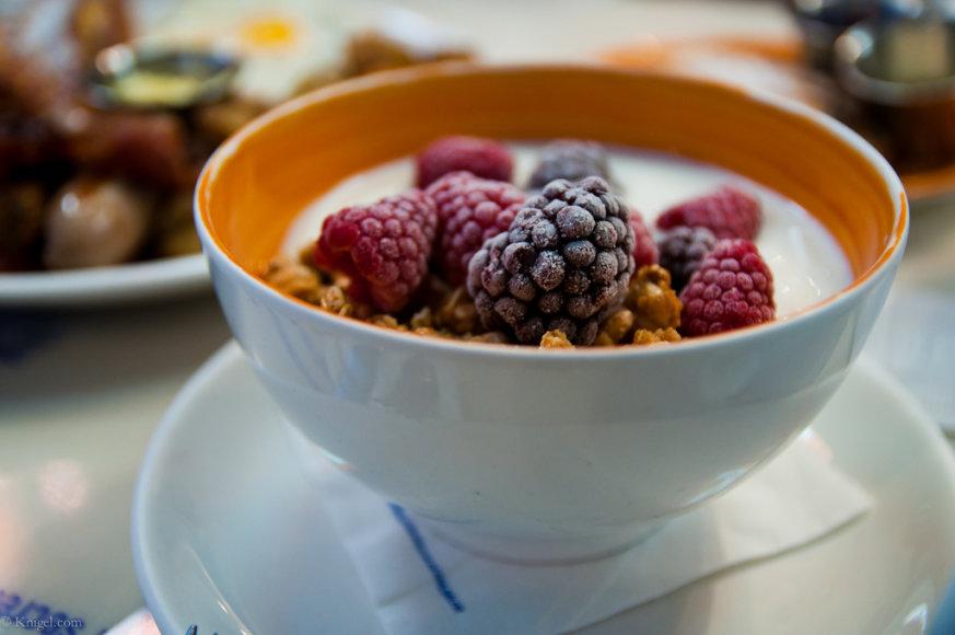 Jogurtą galima pasigardinti vaisiais