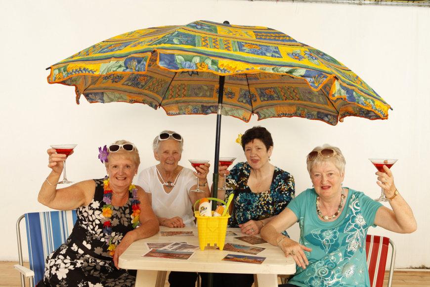Pagyvenusios linksmos moteriškės