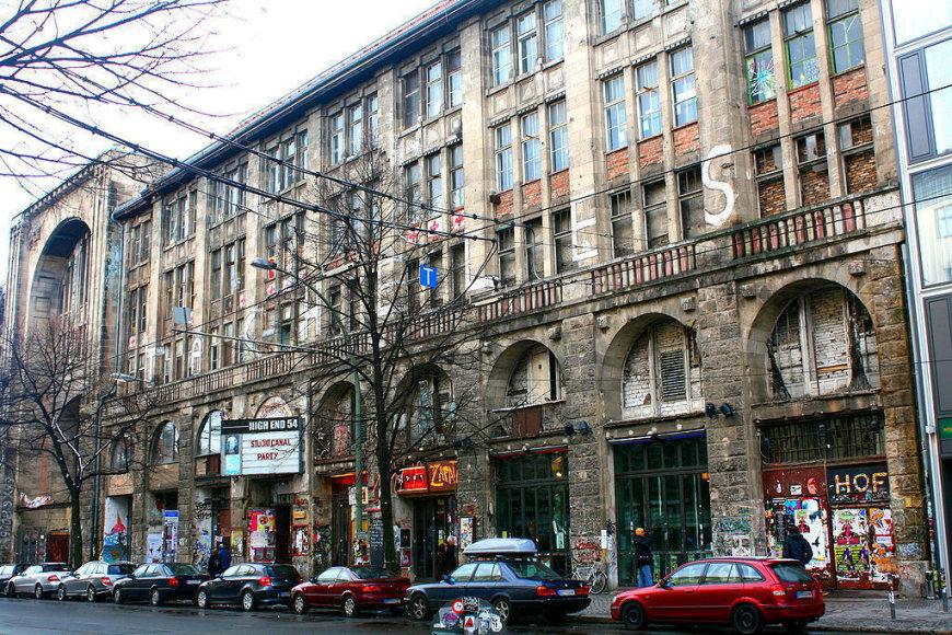 """Legendinis Berlyno menininkų neteisėtai užimtas namas """"Tacheles"""""""