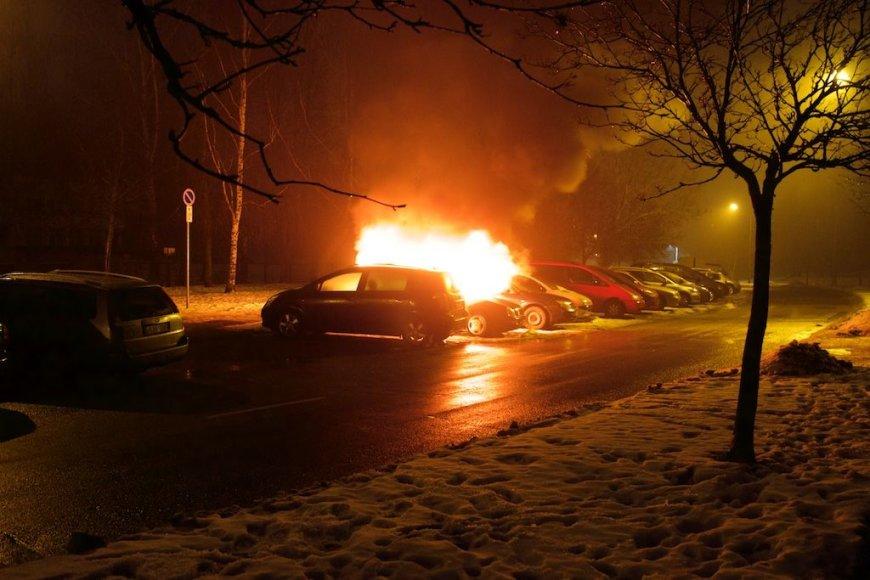 Svetimus automobilius nuo gaisro gelbėjo drąsus praeivis
