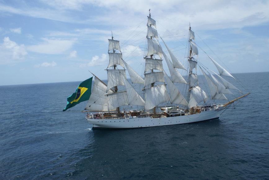 """Į Klaipėdą atplauks burlaivis """"Baltoji gulbė"""", plaukiojantis su Brazilijos vėliava."""
