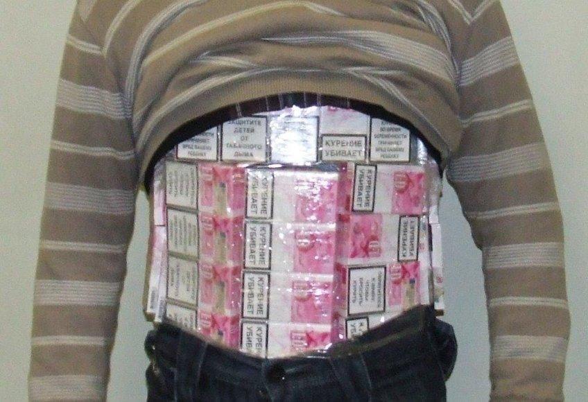 Asociatyvinė iliustracija: cigaretės ant kūno