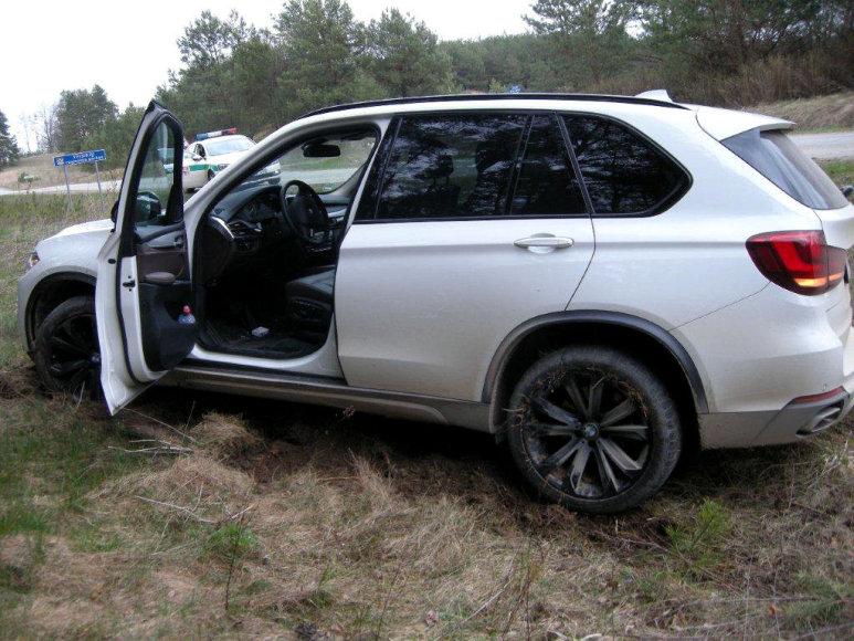 Nuo kelio nuvažiavęs BMW X5