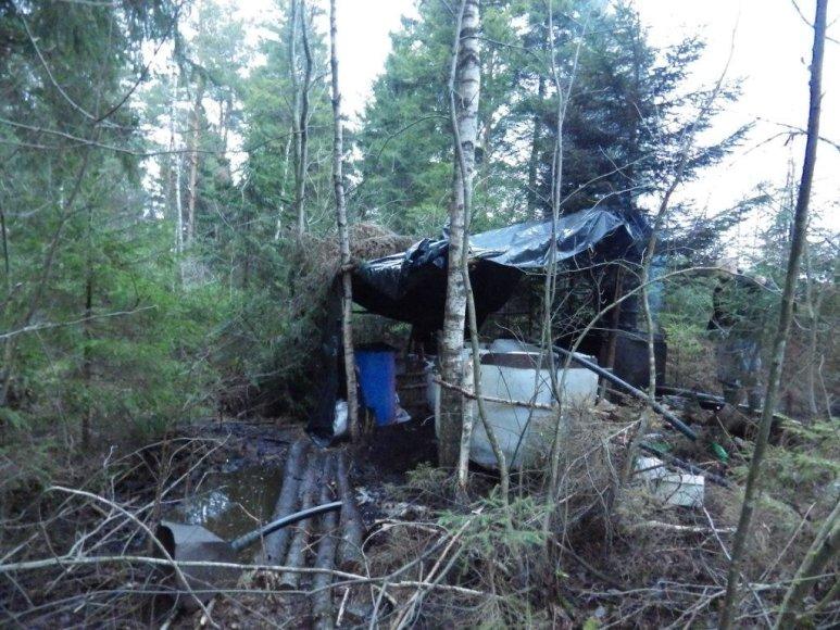 Naminės degtinės varykla Telšių miške