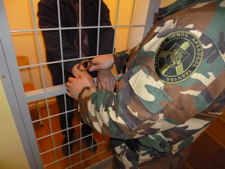 Gruzinai buvo uždaryti į areštinę