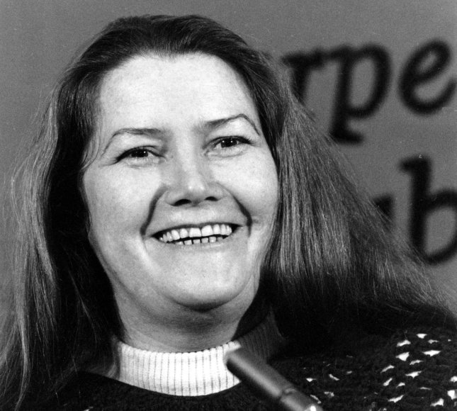 Colleen McCullough (1977 m.)