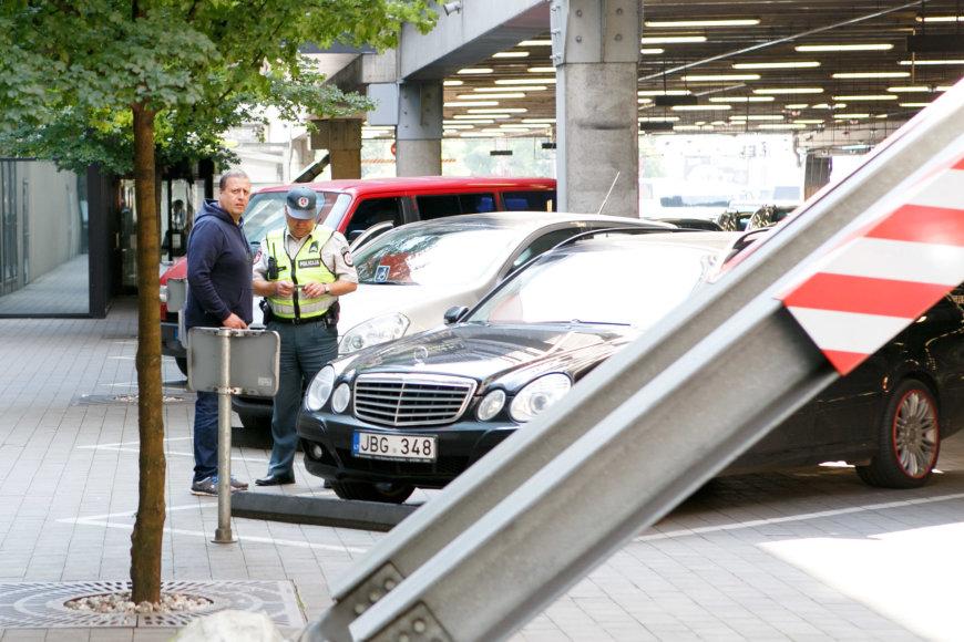 Kauno policija tikrino neįgaliųjų vietose paliktus automobilius