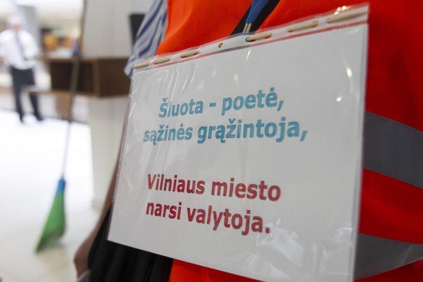 Kiemsargiai prie Vilniaus miesto savivaldybės.