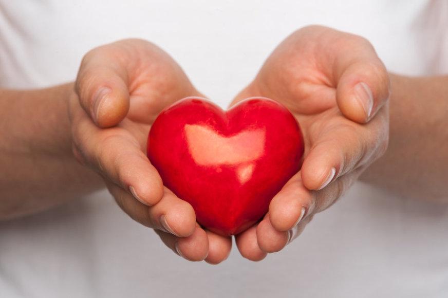 Širdis vyro rankose