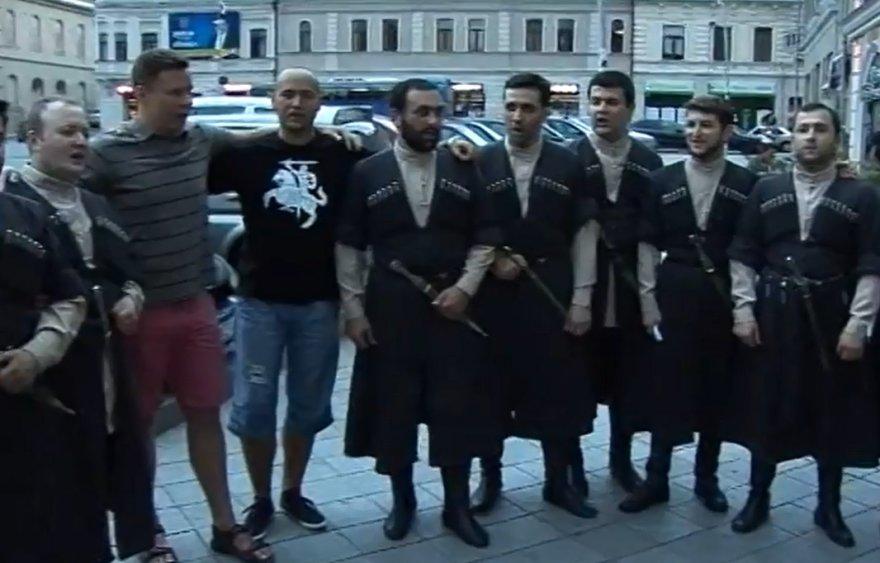 Gruzinai gieda Tautišką giesmę Kutaisyje