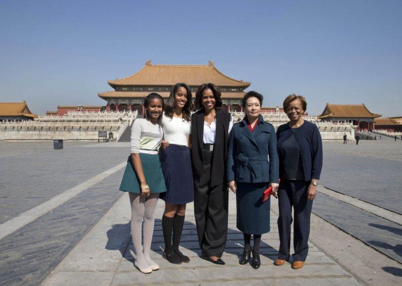 Michelle Obama su dukromis Sasha ir Malia, mama Marian ir pirmoji Kinijos ponia Peng Liyuan Uždraustajame mieste