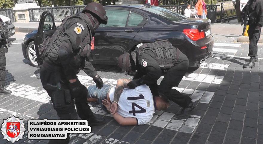 Per kratas policija rado įspūdingus kiekius kvaišalų