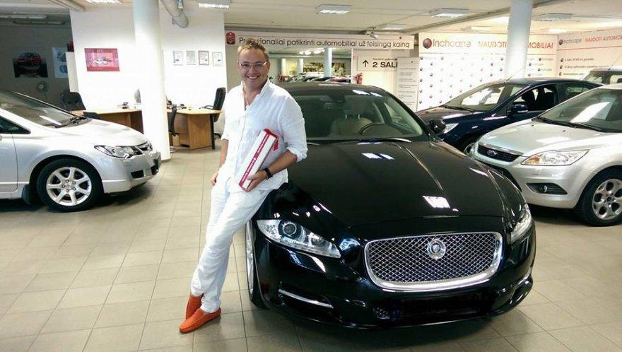 Egmontas Bžeskas prie naujojo savo automobilio