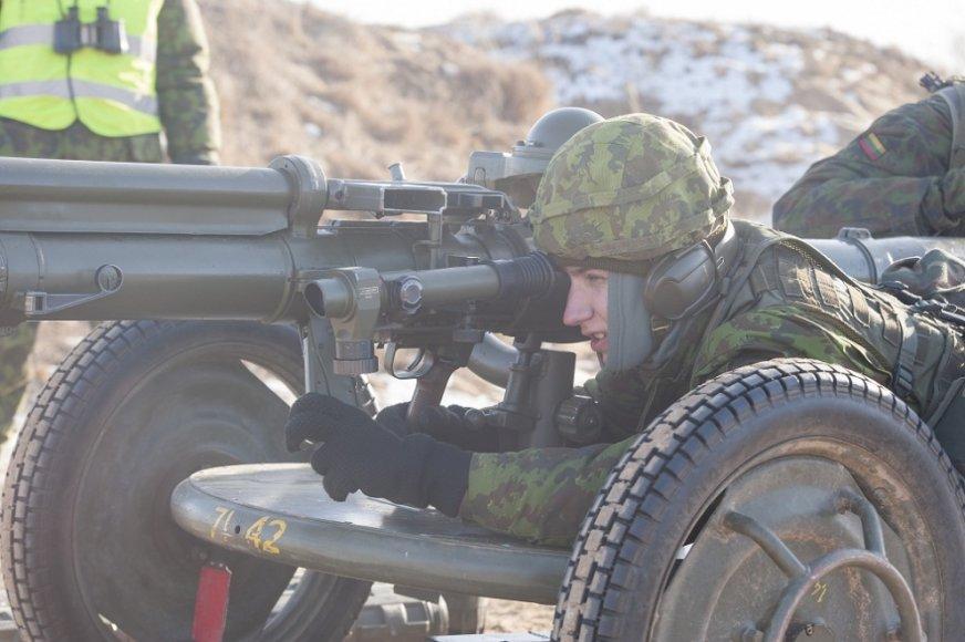 KASP kariai savanoriai atliko kovinį šaudymą iš beatošliaužio pabūklo PV 1110
