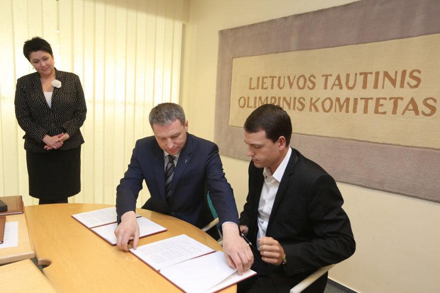 """LOF direktorius Vitalijus Vasiliauskas ir """"4finance"""" generalinis direktorius Gediminas Velička"""