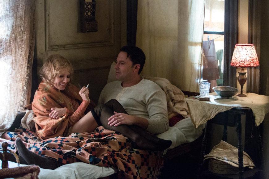 """Sienna Miller ir Benas Affleckas trileryje """"Nakties įstatymai"""""""