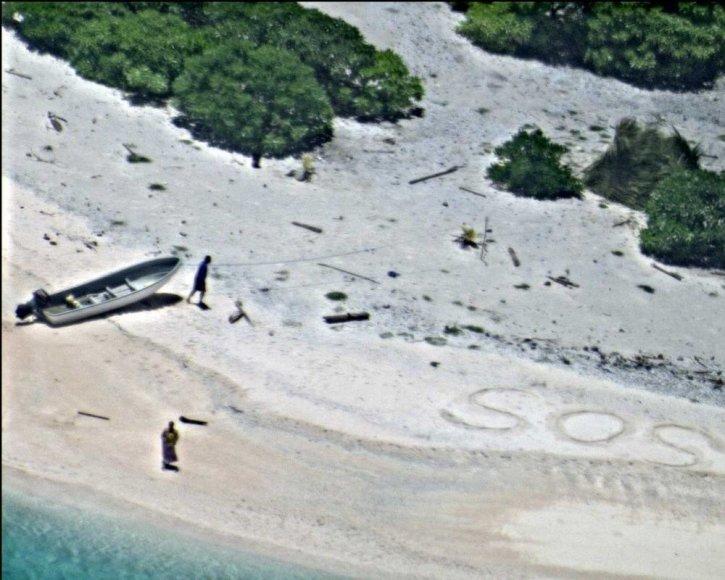 SOS ženklas smėlyje