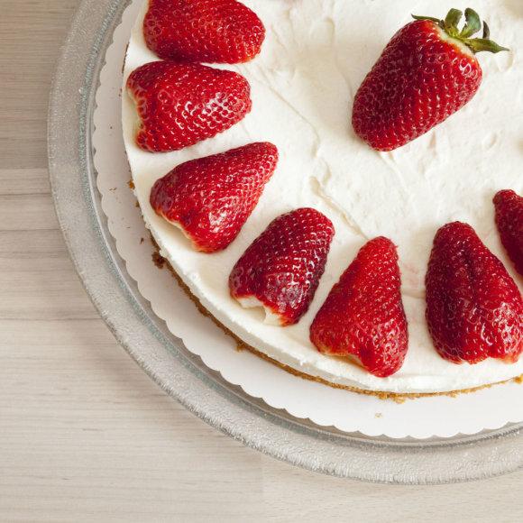 Jogurtinis braškinis tortas