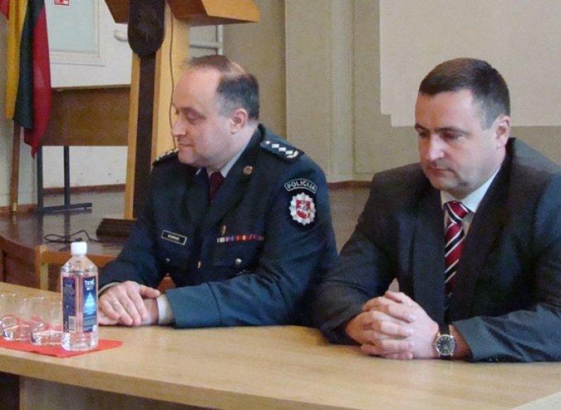 R.Sarapas (dešinėje)