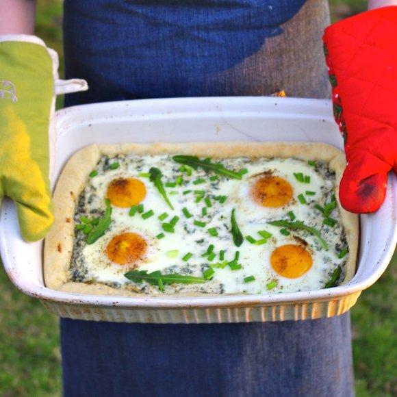Varškės pyragas su dilgėlėmis ir kiaušiniais