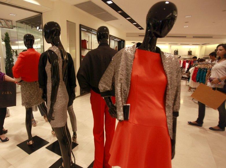 Dubajaus šeichui reikia 60 asistenčių, kad padėtų jo žmonoms ir dukroms apsipirkti Europoje