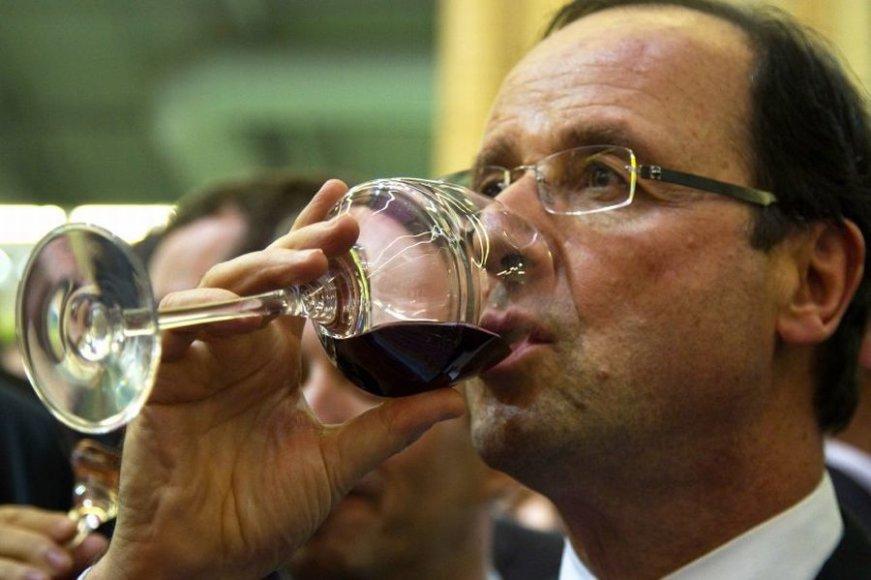 Francois Hollande nusprendė išparduoti dalį vyno kolekcijos, vyno rūmai tikrai nepritrūks.