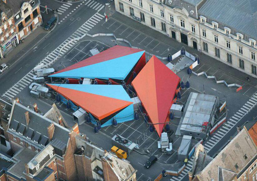 Mobilusis Pompidou centras/Cirką primenanti Mobiliojo Pompidou centro palapinė Liburno mieste, Prancūzijoje