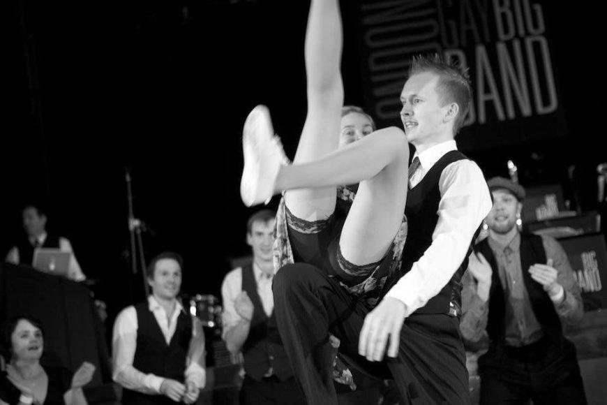 Karolis Ramanauskas Lindy Hopo pasirodymo metu.