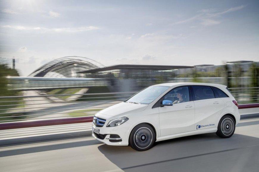 """""""Mercedes-Benz"""" B klasės elektromobilis"""