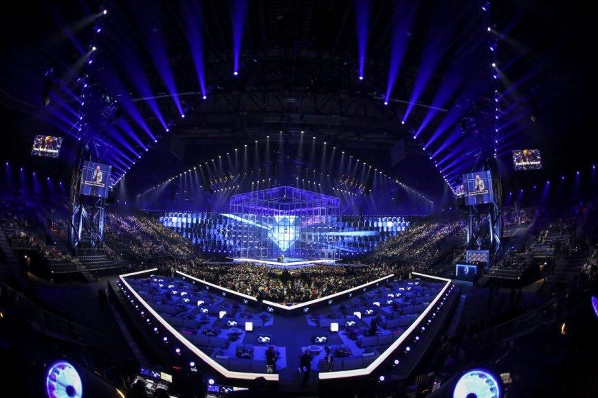 """Pirmojo """"Eurovizijos"""" pusfinalio akimirka"""