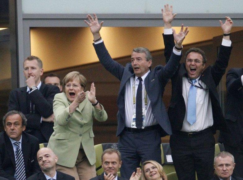 Michelis Platini, Angela Merkel, Wolfgangas Niersbachas ir Hansas-Peteris Friedrichas 2012-ųjų Europos futbolo čempionate