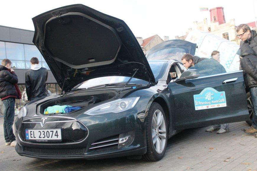 Elektromobilių maratono stotelė Panevėžyje
