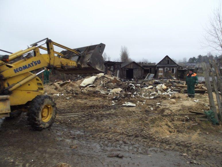 Vilniaus romų tabore nugriauti dar keli nelegalūs statiniai.