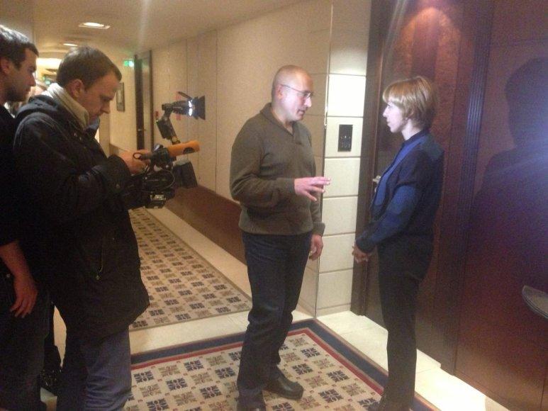 M.Maksimovskaja su kūrybine grupe kalbina M.Chodorkovskį