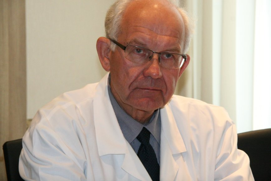 Respublikinės Šiaulių ligoninės Konsultacijų poliklinikos vedėjas Antanas Lukošaitis sako, kad kol ligoninėje nebus pakankamai gydytojų, tol pacientų eilės pas specialistus ilgės.