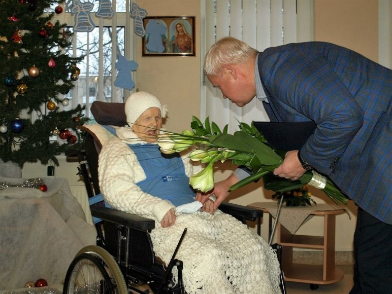 Klaipėdos meras sveikina šimtametę.