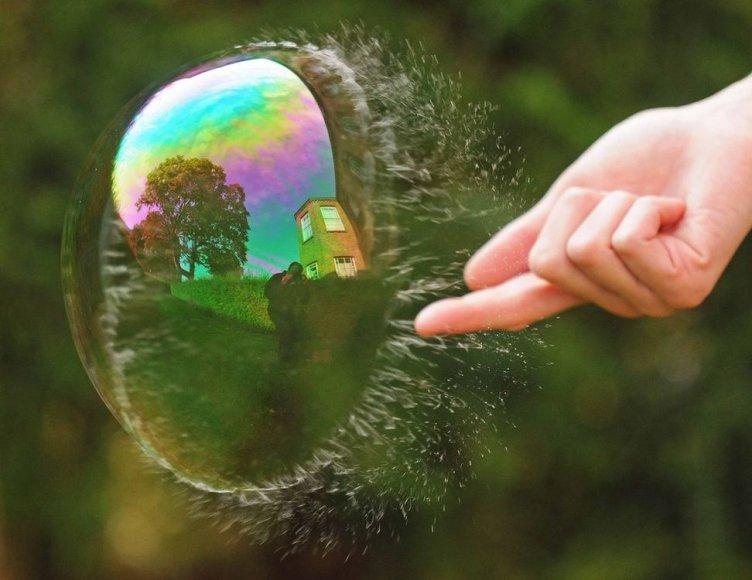 Sprogstantis muilo burbulas