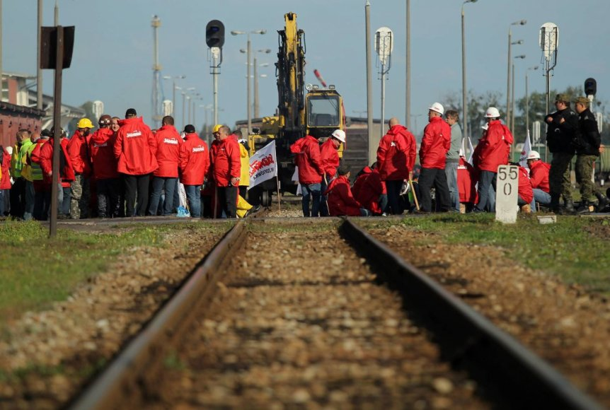 Lenkijos kalnakasiai užblokavo akmens anglis iš Rusijos vežantį traukinį