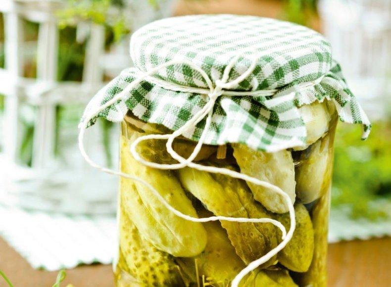 Agurkai, marinuoti su citrinų rūgštimi