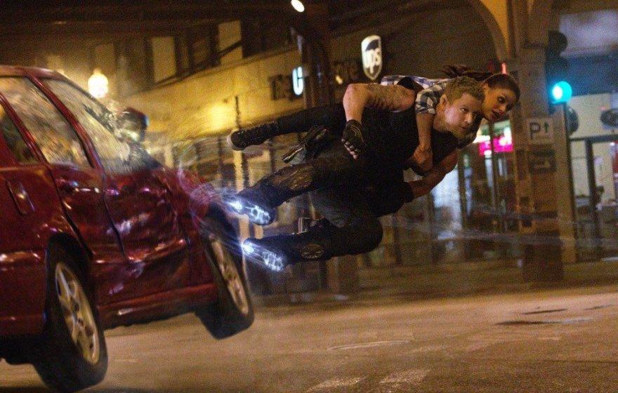 """Channingas Tatumas ir Mila Kunis filme """"Jupiterė. Pabudimas"""""""