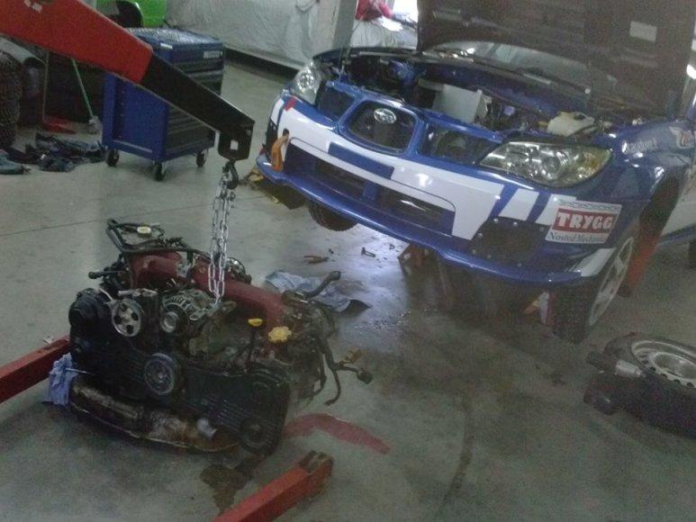 """Vaidoto Žalos """"Subaru"""" variklis išimtas"""
